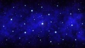 Nocy gwiaździsty niebo, zmrok - błękita astronautyczny tło z jaskrawą dużą gwiazdy mgławicą zdjęcia stock