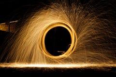 NOCY iskier ogień obraz stock