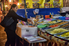 Nocy jedzenia rynek w Pattaya Zdjęcia Stock