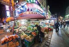 Nocy jedzenia rynek w Południowym Korea Zdjęcia Stock