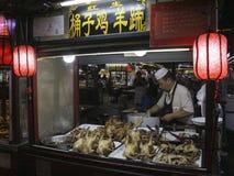 Nocy jedzenia rynku bębenu pobliski wierza w Kaifeng mieście, środkowy Chiny obrazy stock