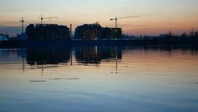 Nocy linii horyzontu rzeki miasto zbiory