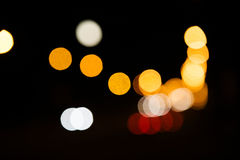 Nocy miasta latarni ulicznych bokeh tło zdjęcie royalty free