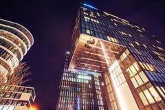 Nocy miasta osvitchene neonowy Obrazy Royalty Free