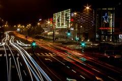 Nocy miasta ruch drogowy zdjęcia royalty free