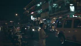 Nocy miasta ulicy Ludzie w plecy ciężarówki zbiory wideo