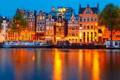 Nocy miasta widok Amsterdam kanał Obraz Royalty Free