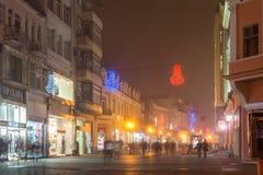 Nocy panorama Środkowa ulica z Bożenarodzeniową dekoracją w mieście Plovdiv, Bulgaria Obraz Stock