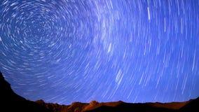 Nocy panorama góry linia Czasu upływ 4K zbiory wideo