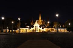 Nocy scena frontowy teren Royal Palace, Preah Barum Reachea Veang Nei Preah Reacheanachak Kampuchea w Phnom Penh, Kambodża obrazy royalty free