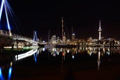 Nocy scena na warf w Auckland, Nowa Zelandia zdjęcie stock