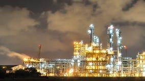 Nocy scena olej i fabryka chemikaliów - czasu upływ zbiory wideo