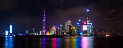 Nocy scena Orientalny perły wierza w Szanghaj, Porcelanowy Kwiecień zdjęcia stock