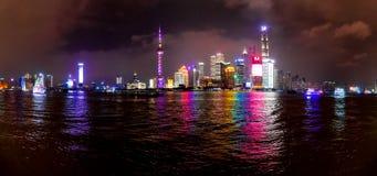 Nocy scena Orientalny perły wierza w Szanghaj, Porcelanowy Kwiecień fotografia stock