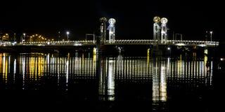 Nocy scena rzeczny IJssel w Kampen, Holandia fotografia royalty free