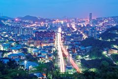Nocy sceneria Keelung, schronienia miasto w północnym Tajwan Obraz Royalty Free