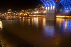 Nocy sceneria Phoenix miasteczko (Fenghuang antyczny miasto) Fotografia Stock