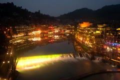 Nocy sceneria Phoenix miasteczko (Fenghuang antyczny miasto) Zdjęcie Stock