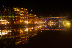 Nocy sceneria Phoenix miasteczko (Fenghuang antyczny miasto) Fotografia Royalty Free