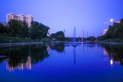 Nocy sceny grodzka rzeka i księżyc Obraz Royalty Free