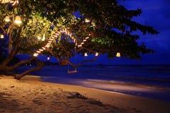 Nocy sceny huśtawka i morze Zdjęcia Stock