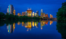 Nocy sceny miasta linii horyzontu pejzaż miejski Austin Teksas zdjęcie stock