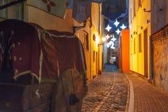 Nocy ulica w Starym miasteczku Ryski, Latvia Zdjęcie Stock