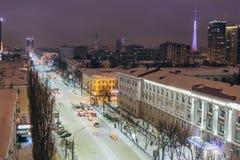 Nocy Voronezh śródmieście w zimie, powietrzny lato pejzaż miejski od dachu obraz stock