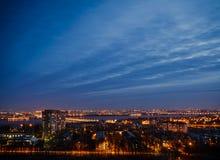 Nocy Voronezh miasto od dachu Obraz Stock