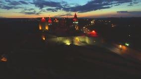 Nocy widok z lotu ptaka Kamenec-Podolsky kasztel Kamianets-Podilskyi, Ukraina zbiory