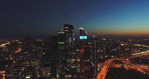 Nocy widok z lotu ptaka miasto dzień Kreml Moscow zewnętrznego na widok miasta świateł Noc panoramiczny strzał na wiośnie Lato, 4 zbiory wideo
