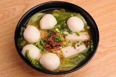 Noddles da bola de peixes Fotografia de Stock