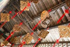 Nodo cinese e sculture del legno Immagini Stock