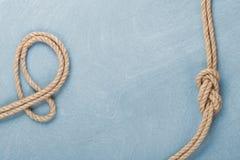 Nodo della corda della nave sul fondo di legno di struttura Fotografia Stock Libera da Diritti