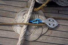 Nodo su una piattaforma di barca fotografia stock