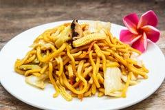 Noedels Japanse Yakisoba, vegetarisch voedsel stock foto
