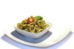 Noedels met pesto Stock Foto's