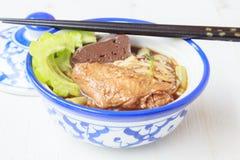 Noedelsoep met het voedsel van kippenazië Royalty-vrije Stock Afbeeldingen