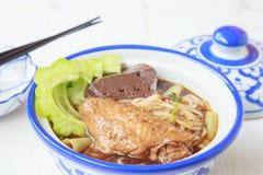 Noedelsoep met het voedsel van kippenazië Royalty-vrije Stock Fotografie