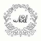 Noel卡片 寒假印刷术 手拉的字法 与线艺术圣诞节元素的框架 库存图片