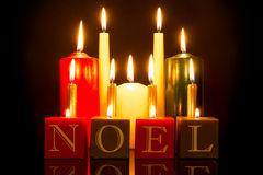 NOEL candles o fundo preto Imagens de Stock Royalty Free