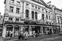 Noel Coward Theatre in London - LONDON - GROSSBRITANNIEN - 19. September 2016 stockbild