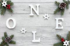 Noel som är skriftlig på julbakgrund med julgarnering Royaltyfria Foton