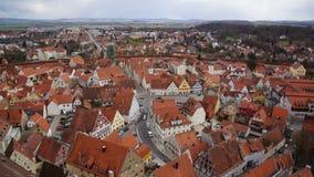 Noerdlingen alloggia le mezze case in legno di vista aerea immagini stock