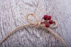 Noeud de fil sur un fond de couleur claire Photographie stock libre de droits