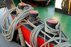 Noeud de mer sur un paquet de bateau Images libres de droits