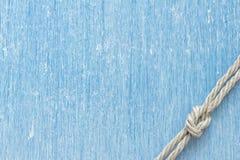 Noeud marin au-dessus de bois de wintage Image stock