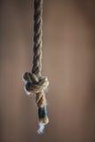 Noeud simple dans la corde lourde Photographie stock libre de droits