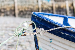 Noeud sur le bateau blanc rouge Photographie stock