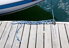 Noeuds dans une corde de bateau Images libres de droits